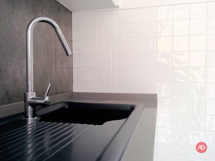 Remodelação Prédio: Cozinhas  por ARCHDESIGN | LX