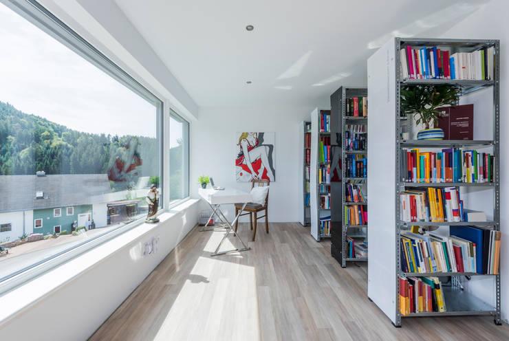 Projekty,  Domowe biuro i gabinet zaprojektowane przez KitzlingerHaus GmbH & Co. KG