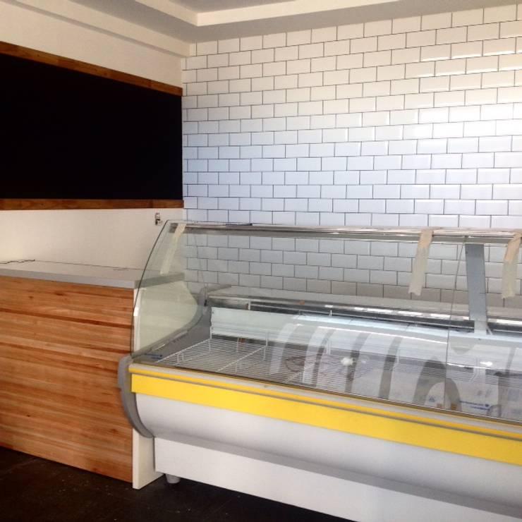 Arquitectura comercial: Cocinas de estilo  por Brarda Roda Arquitectos