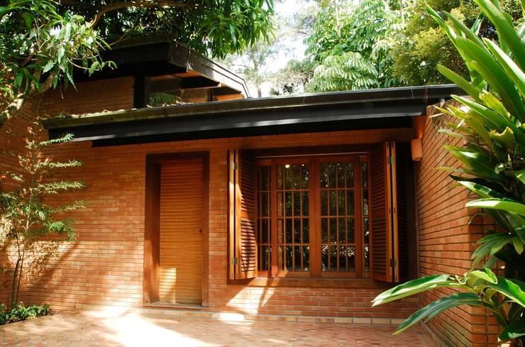 Casas de estilo rural por Eduardo Novaes Arquitetura e Urbanismo Ltda.
