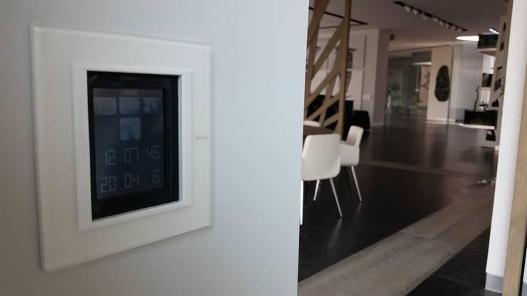 Villa TM: Comedores de estilo  por Domótica y Automatización Integral