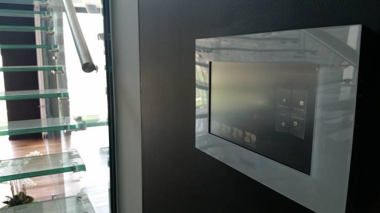 Villa TM: Salas de estilo  por Domótica y Automatización Integral