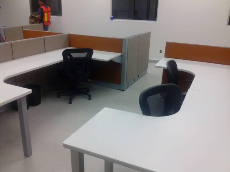 Modulos terminados : Oficinas y tiendas de estilo  por Muebles Modernos para Oficina, S.A.