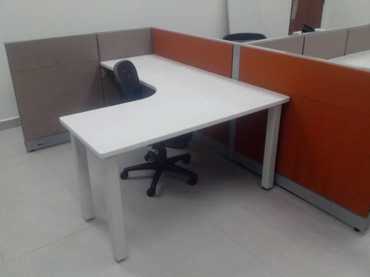 Instalacion de mamparas y Modulo de Oficina.: Oficinas y tiendas de estilo  por Muebles Modernos para Oficina, S.A.