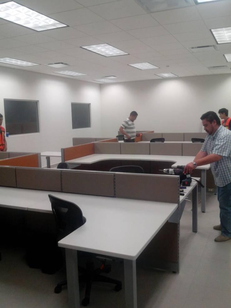 Oficina casi lista: Oficinas y tiendas de estilo  por Muebles Modernos para Oficina, S.A.