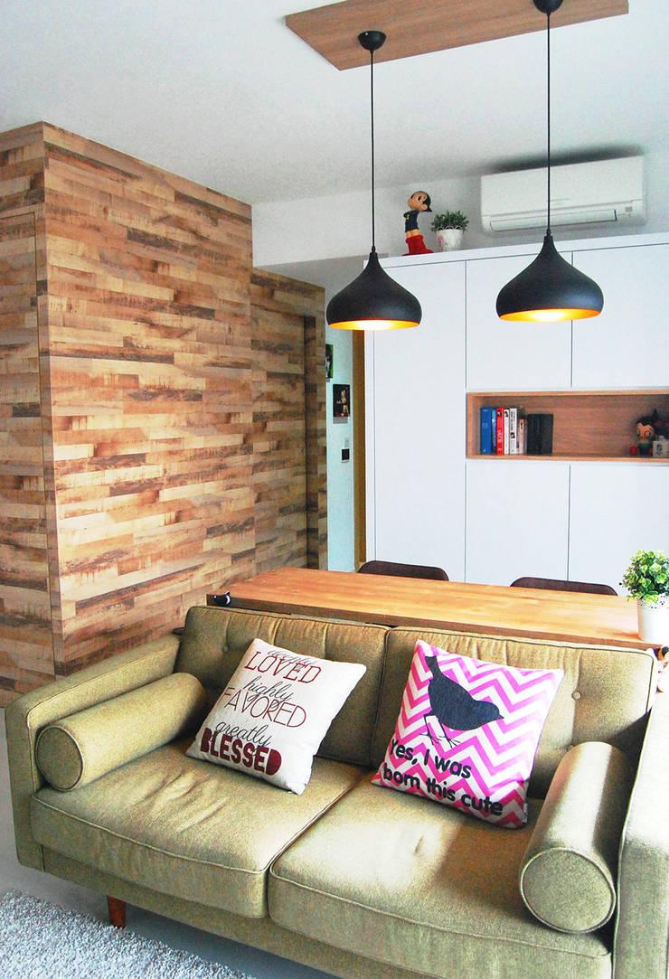 Austville Residence:  Dining room by Eightytwo Pte Ltd