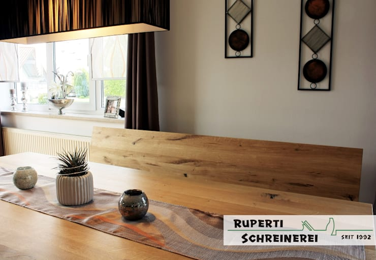 Esszimmer in Eiche Massiv und Leder Sitzbank: moderne Esszimmer von Ruperti Schreinerei