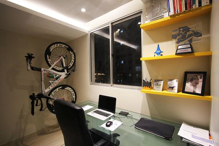 Apartamento AD: Escritórios  por Tejo Arquitetura & Design