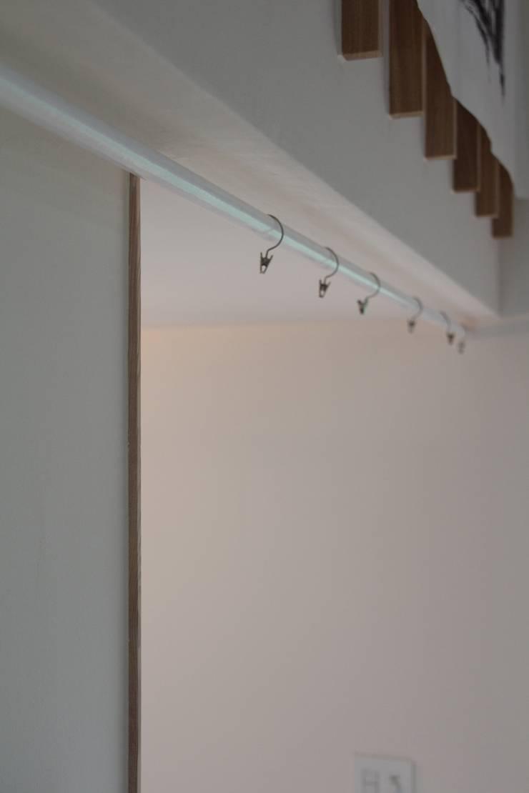 Vestidores y closets de estilo  por Mimasis Design/ミメイシス デザイン,