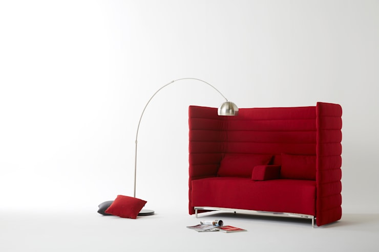 Alcove 2.0 Red Sofa: MöBEL-CARPENTER (모벨카펜터)의  거실