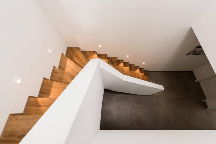 Projekty,  Korytarz, przedpokój zaprojektowane przez Hellmers P2 | Architektur & Projekte