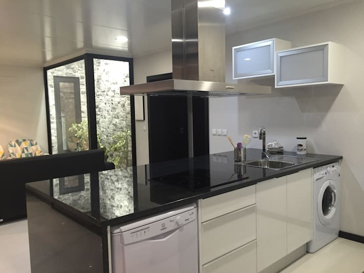 Cocinas de estilo minimalista por KITUR