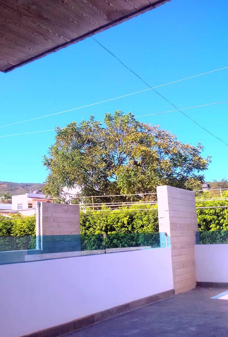 Casa HM1: Terrazas de estilo  por T+E ARQUITECTOS