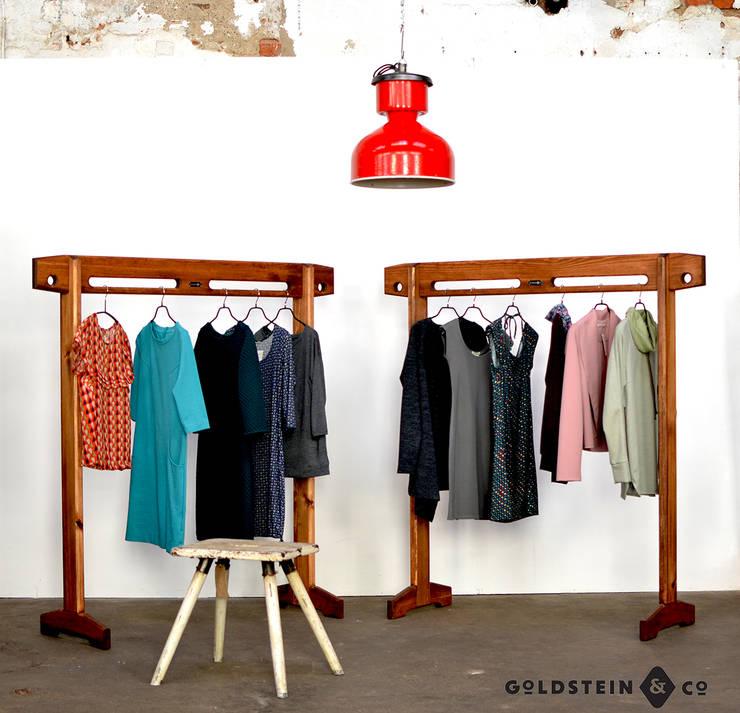 individuell anpassbarer Garderobenständer:  Ankleidezimmer von Goldstein & Co.