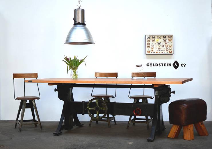 Industrietisch mit massivem höhenverstellbarem Gussgestell:  Esszimmer von Goldstein & Co.