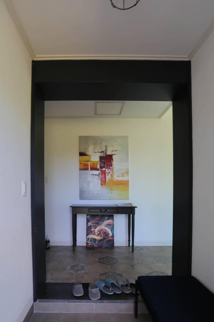 까사봉봉: 아키제주 건축사사무소의  복도 & 현관,모던