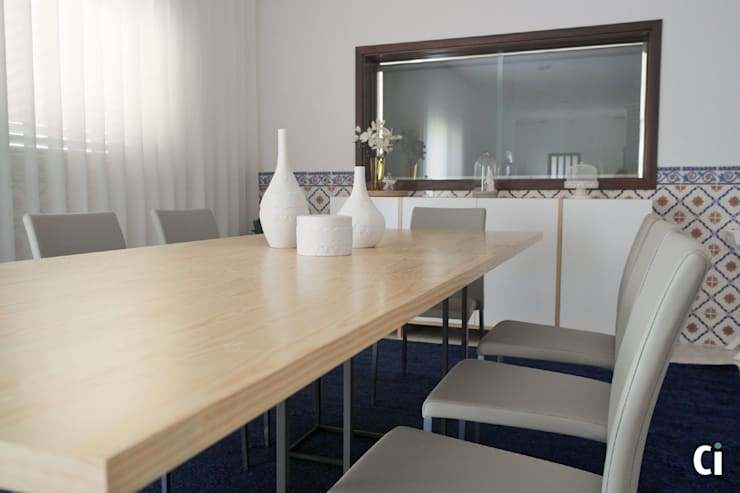 Sala de convívio familiar, 2015 – Braga: Salas de jantar  por Ci interior decor