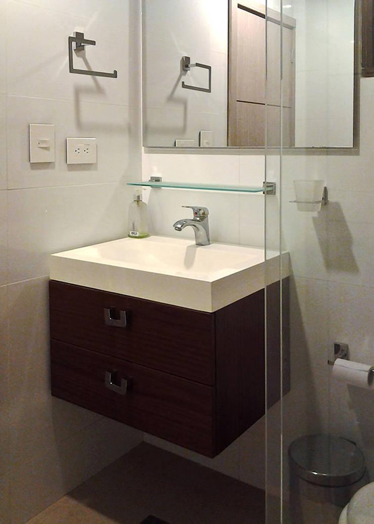 Muebles de baño: Baños de estilo  por Remodelar Proyectos Integrales, Moderno Cerámico