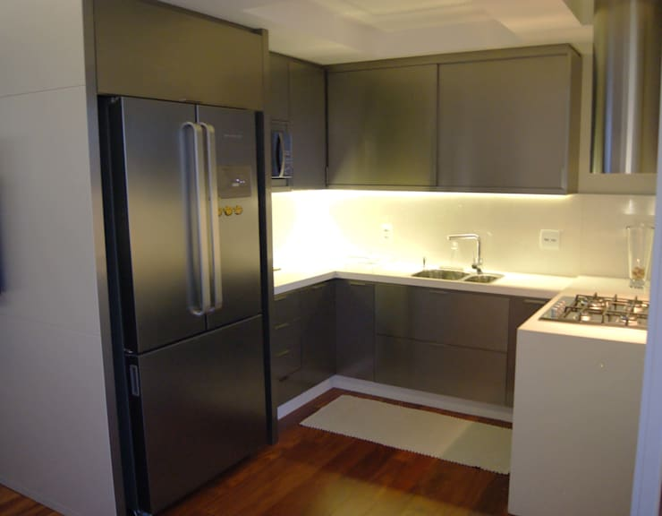 Apartamento: Cozinhas  por Lozí - Projeto e Obra