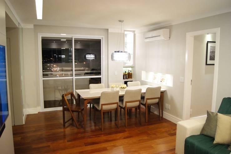 Apartamento: Salas de estar  por Lozí - Projeto e Obra