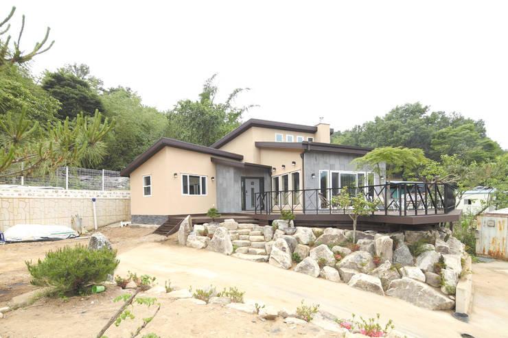 장성 동화 - 지형과 대지를 수용한 북미식 경량목구조주택: 꿈꾸는목수의  주택
