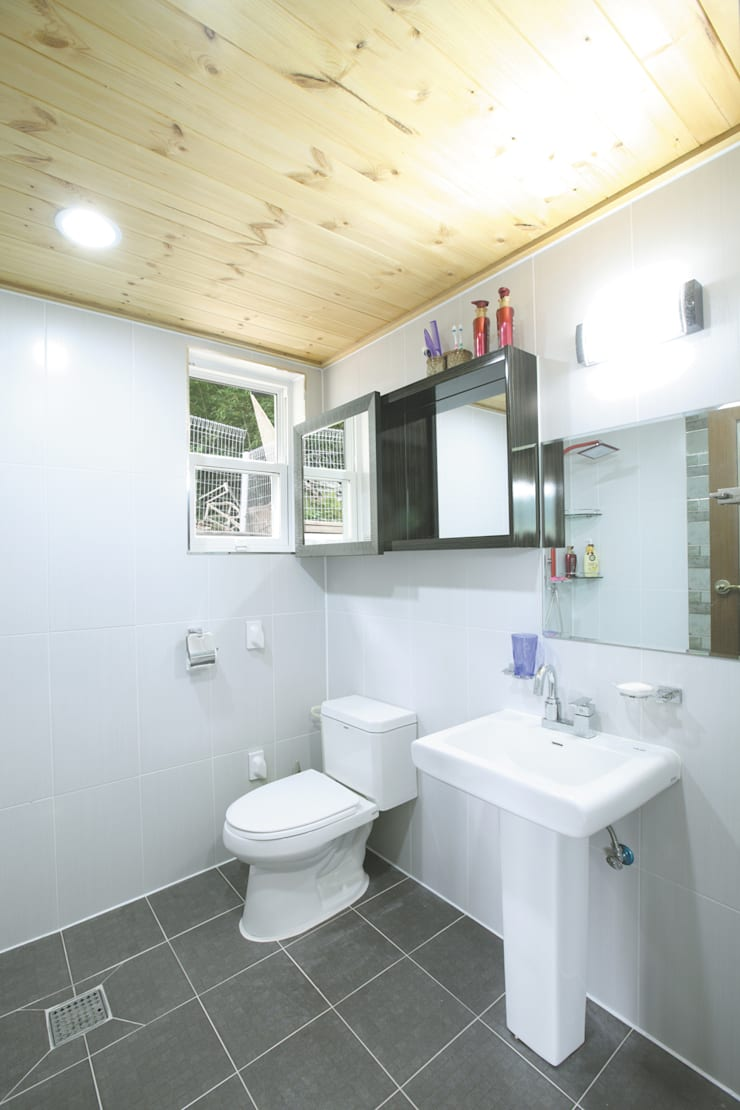 장성 동화 – 지형과 대지를 수용한 북미식 경량목구조주택: 꿈꾸는목수의  욕실