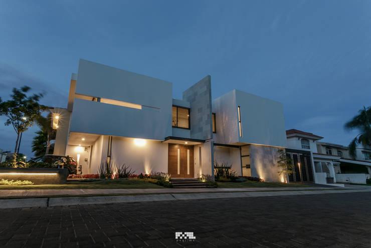 San José del Tajo: Casas de estilo  por 2M Arquitectura