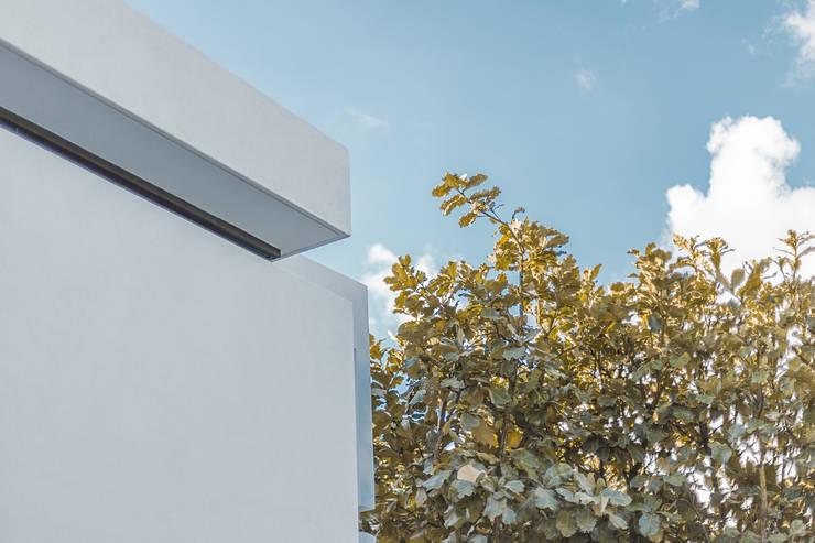 Bosques de Bugambilias: Casas de estilo  por 2M Arquitectura