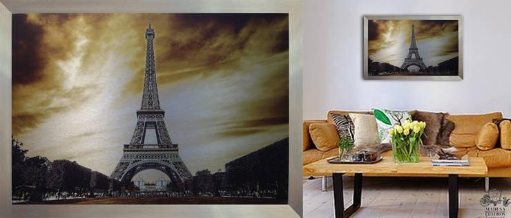 TORRE DE PARIS : Paredes y pisos de estilo  por MADESA