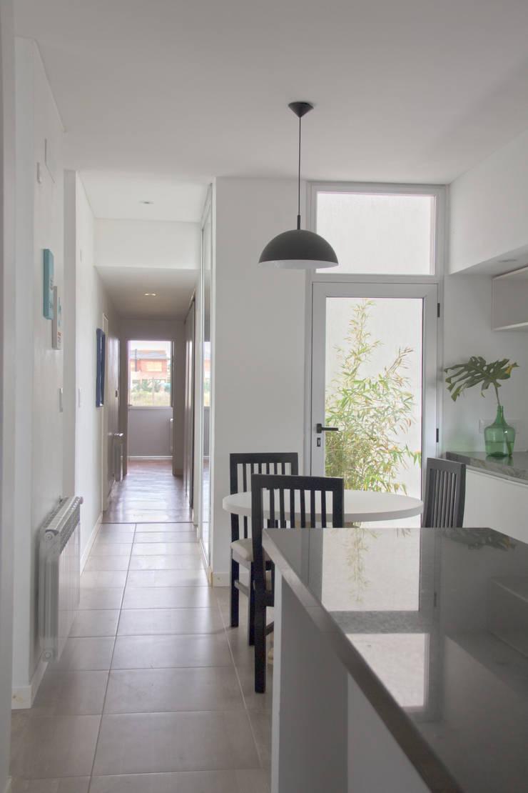 Casa 460: Cocinas de estilo  por reimersrisso