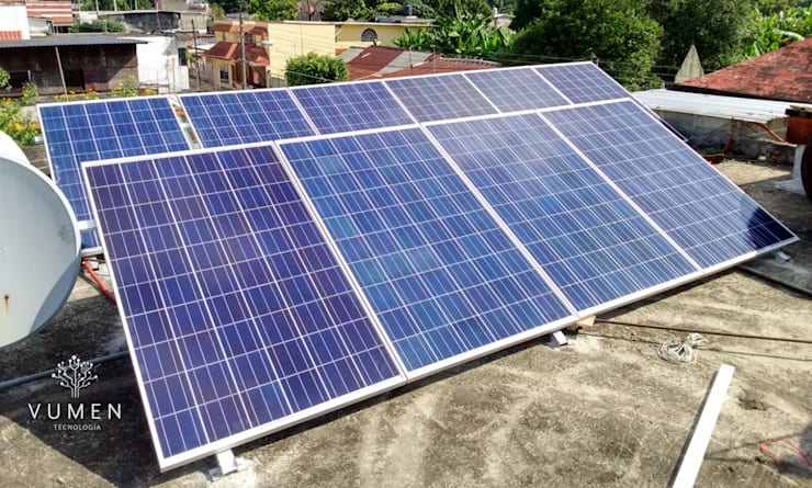 10 paneles de 250 watts: Casas de estilo  por Vumen