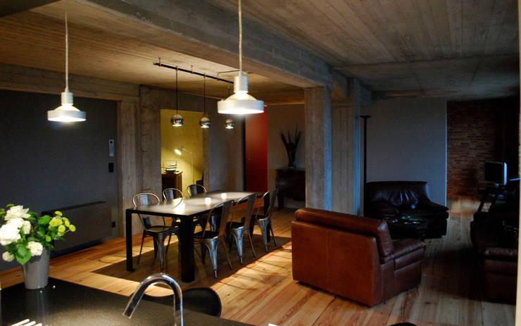 B4.3: Salle à manger de style  par BE-DESIGNER
