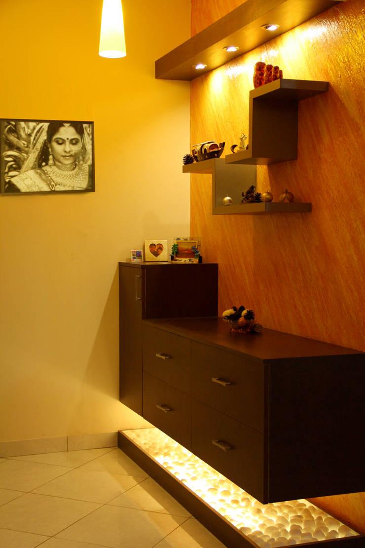 DABYN RESIDENCE:  Bedroom by Rubenius Interiors
