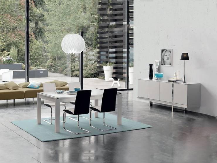 Mobiliário de Sala de jantar moderno  Modern dining room furniture www.intense-mobiliario.com  AAXO http://intense-mobiliario.com/pt/salas-de-jantar/6611-sala-de-jantar-aaxo-i-.html: Sala de jantar  por Intense mobiliário e interiores;