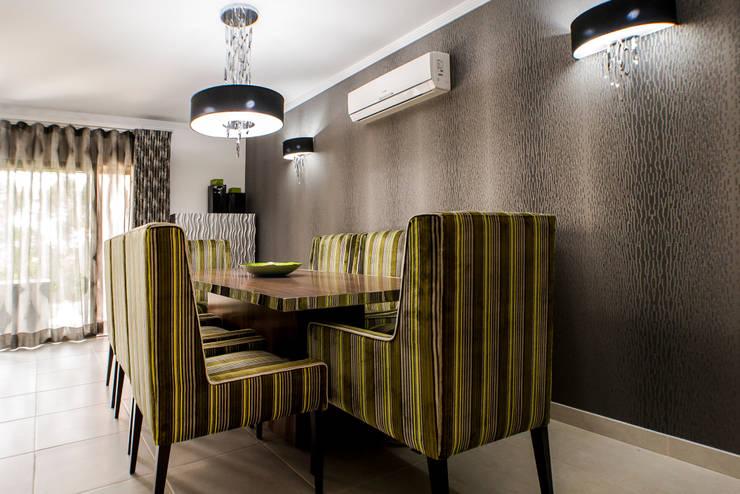Moradia 19 Algarve 2013: Salas de jantar  por Atelier  Ana Leonor Rocha