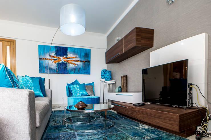 Moradia 20 Algarve: Salas de estar  por Atelier  Ana Leonor Rocha