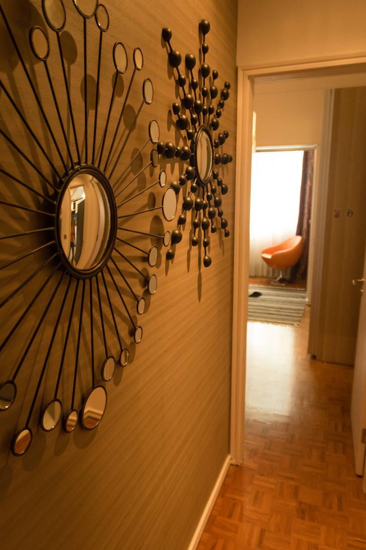 Apartamento Lisboa: Corredores e halls de entrada  por Atelier  Ana Leonor Rocha