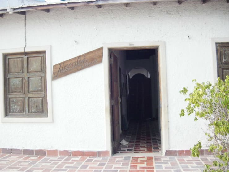 POSADA MACABI EXTERIOR: Casas de estilo  por DIBUPROY