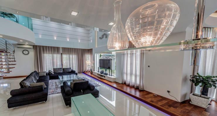 Salas / recibidores de estilo  por Design Spirits