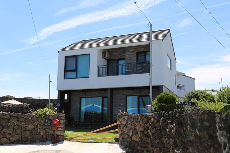 Houses by 아키제주 건축사사무소
