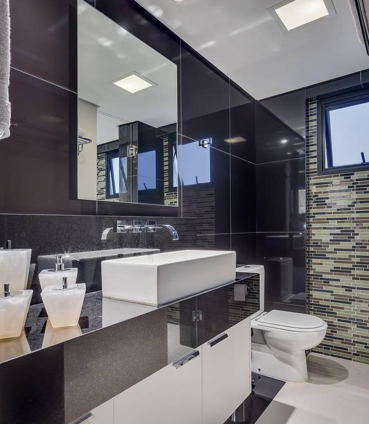 浴室 by Juliana Lahóz Arquitetura, 現代風