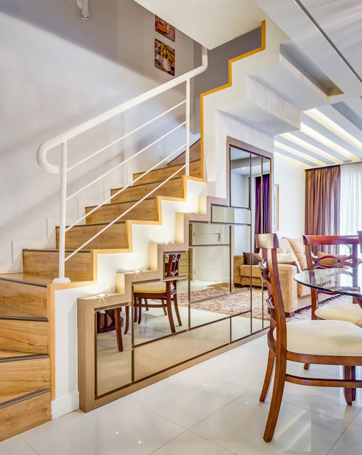 Modern corridor, hallway & stairs by Juliana Lahóz Arquitetura Modern