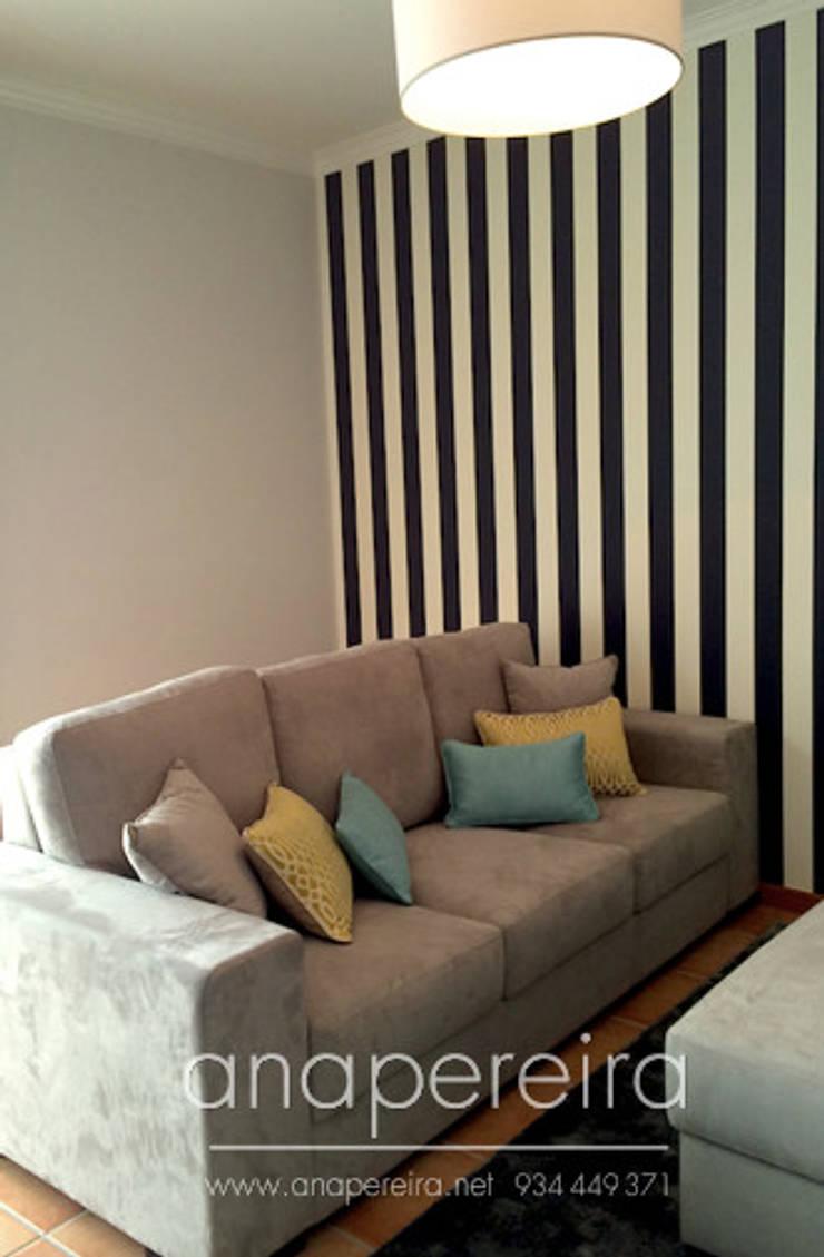CASA DE FÉRIAS – VISEU: Sala de estar  por Atelier Ana Pereira Arquitetura e Decoração de Interiores