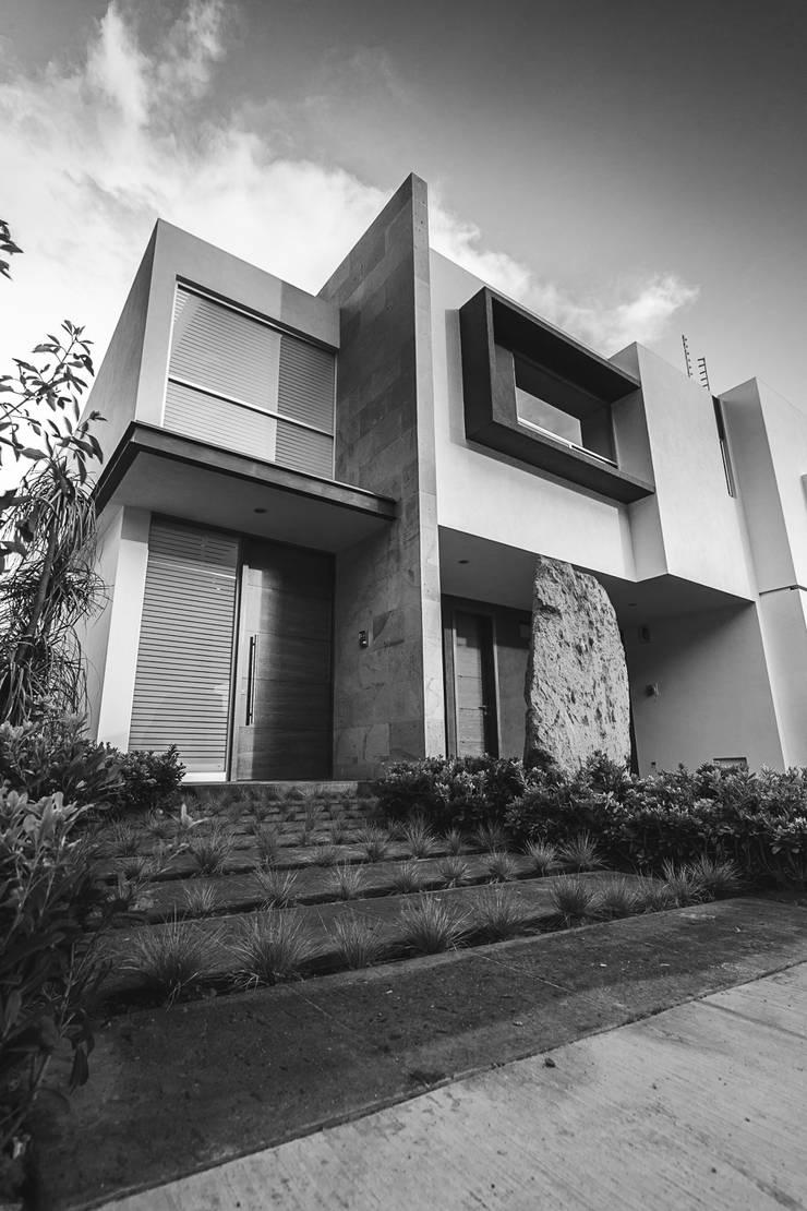 Rioja 103: Casas de estilo  por 2M Arquitectura