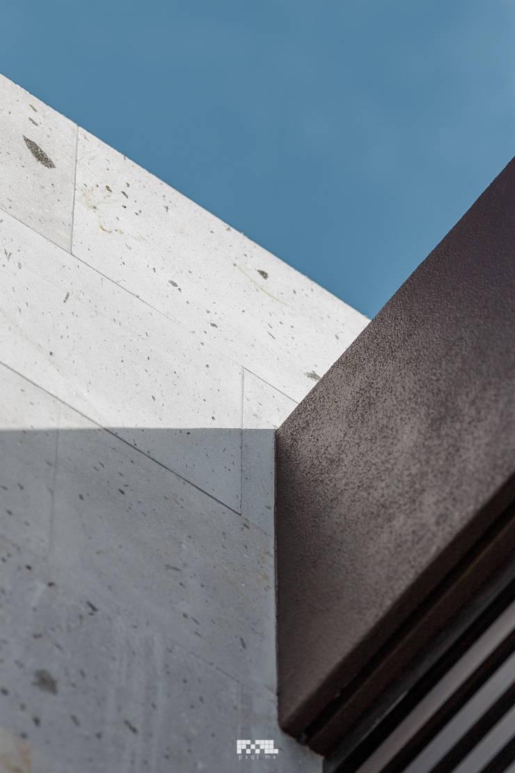 Solares 132: Casas de estilo  por 2M Arquitectura