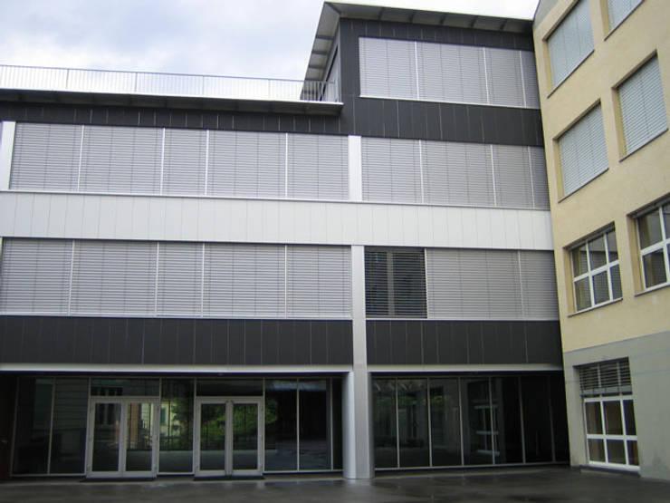 Universidade Montreux - Suiça: Janelas   por BauStahl, Lda