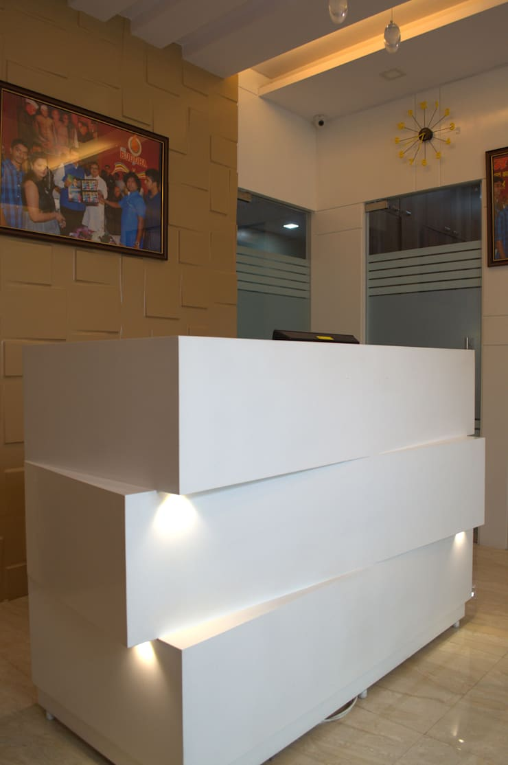 Reception Desk:  Study/office by Olive Roof