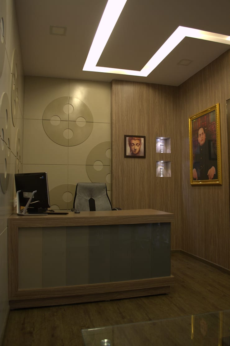 Desk:  Study/office by Olive Roof