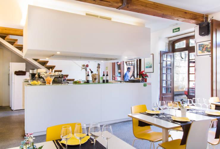 Café Concerto: Espaços de restauração  por ARTEQUITECTOS
