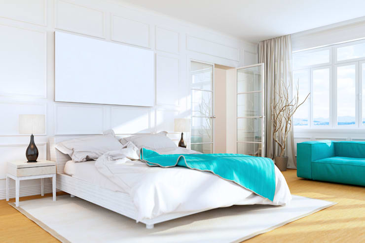 Beach House Bedroom: minimalistic Bedroom by Gracious Luxury Interiors